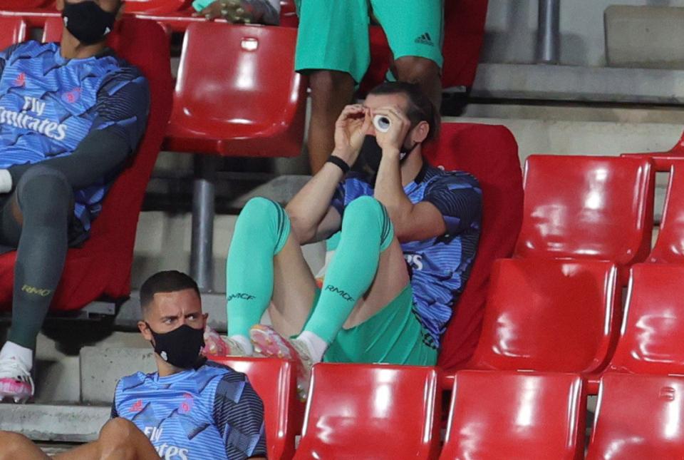 Phì cười cảnh Gareth Bale bày trò lố trêu tức Zidane