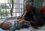 Xót xa bé trai bệnh down mắc ung thư, bị bỏ rơi khi còn khát sữa