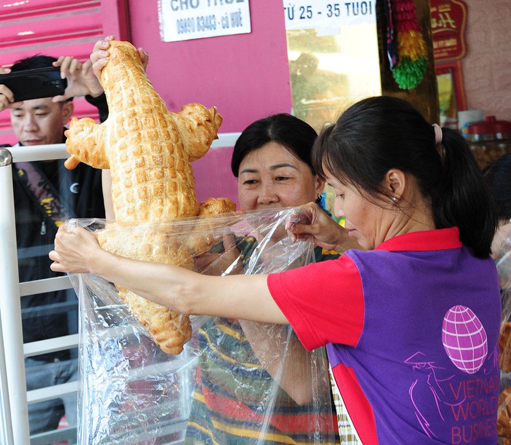 Tiết lộ bất ngờ của cô chủ bánh mì 'cá sấu siêu to khổng lồ'