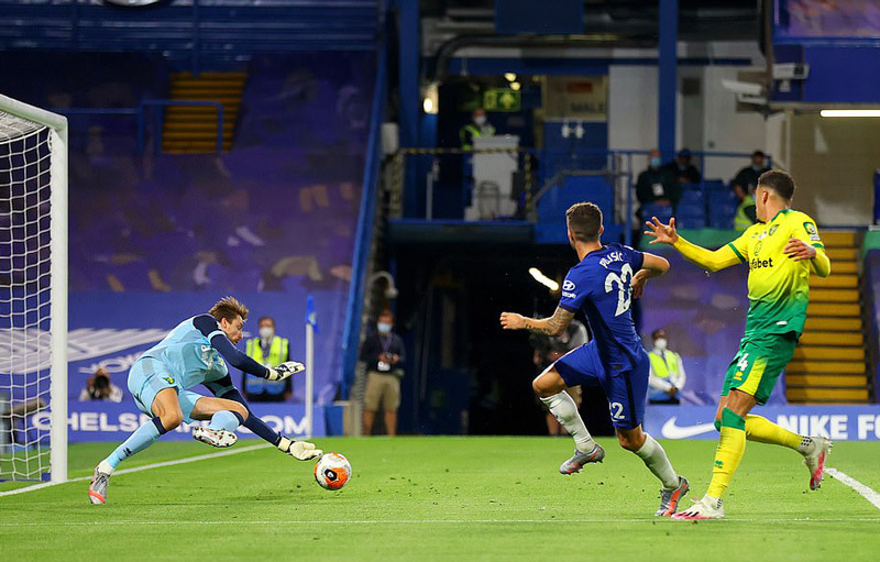 Đánh bại Norwich, Chelsea cho MU 'ngửi khói'