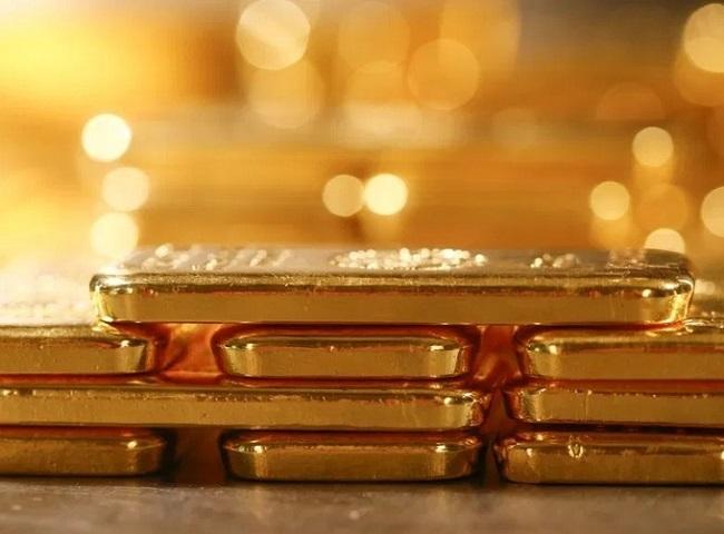 Mua vàng cất két, vợ chồng trẻ lãi hàng trăm triệu nhờ vàng tăng 'điên cuồng'