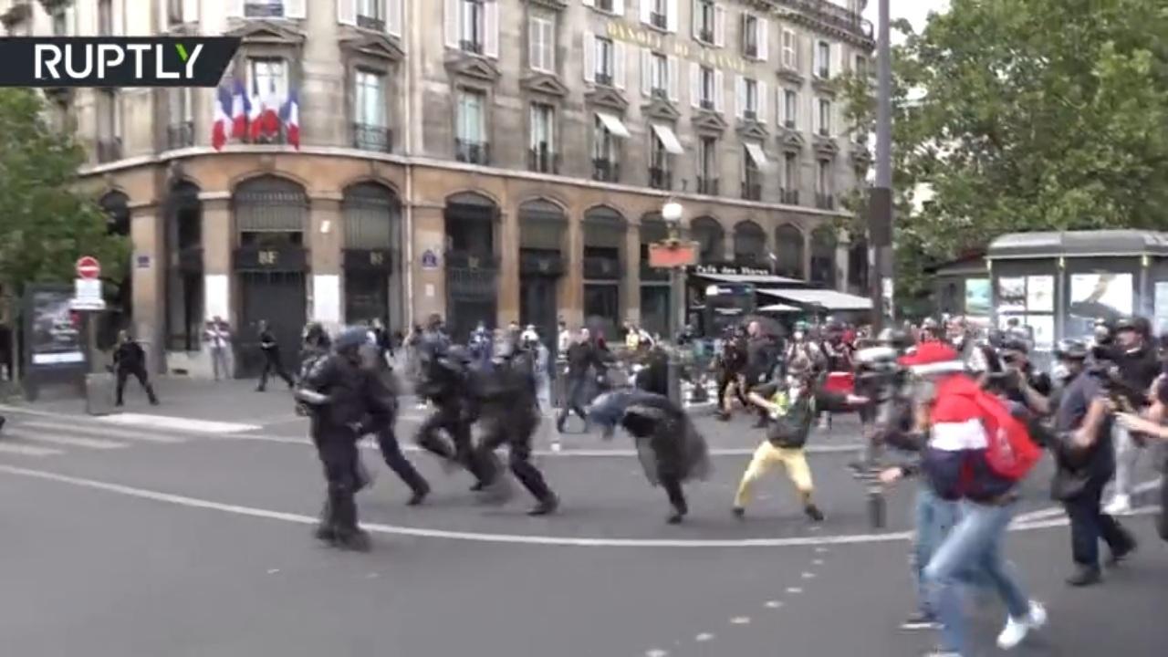 Bạo loạn nổ ra tại Paris trong ngày Quốc khánh Pháp