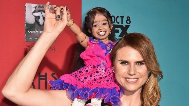 Cô gái nhỏ nhất thế giới là ngôi sao truyền hình