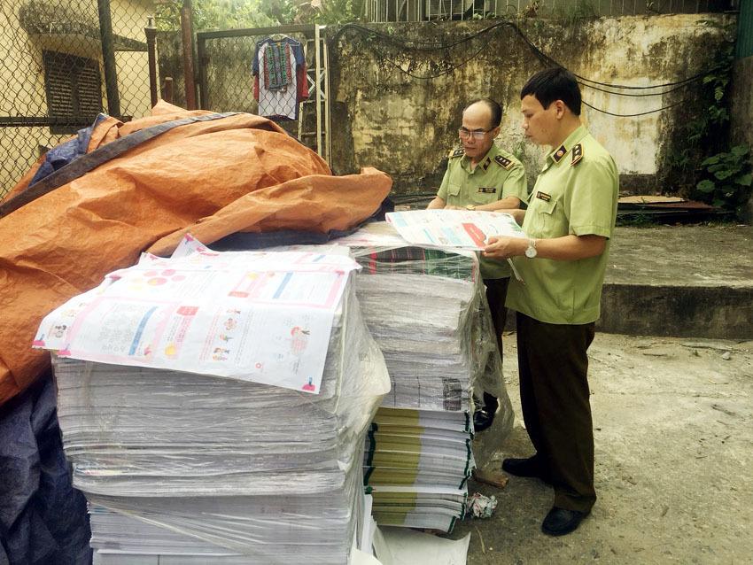 Hà Nội phát hiện 2,3 tấn bìa và ruột sách bán thành phẩm có dấu hiệu in lậu