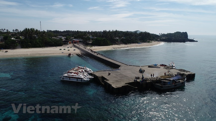 Ly Son island enchants tourists with pristine beauty