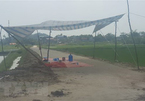 Crowd blocks way to Nam Son landfill for land clearance and compensation