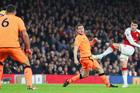 Arsenal 0-0 Liverpool: Đôi công rực lửa (H1)