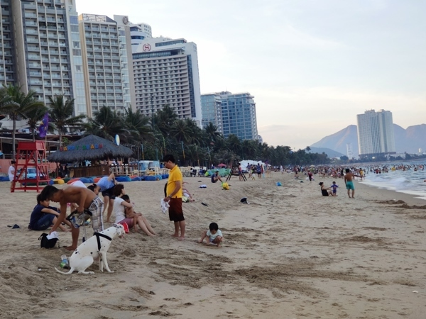 Du lịch biển Nha Trang đông khách trở lại