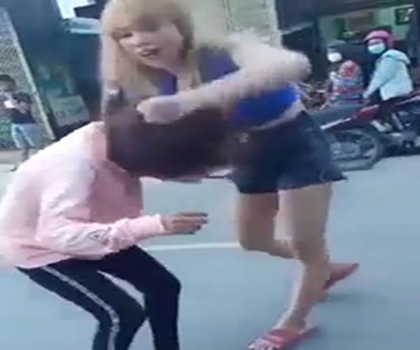 Cô gái Quảng Nam bị đôi nam nữ đánh tới tấp giữa đường