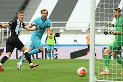 Newcastle 1-3 Tottenham: Harry Kane lập cú đúp (H2)