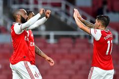 Van Dijk và Alisson mắc lỗi, Liverpool ôm hận trước Arsenal