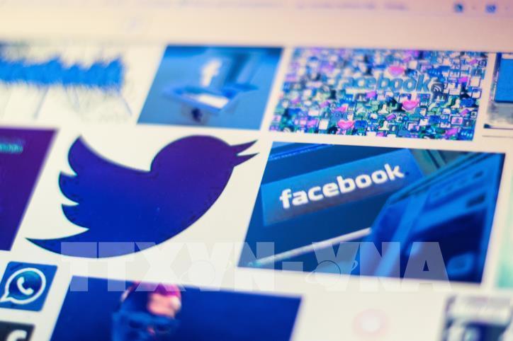 Facebook và Twitter tiếp tục đối mặt án phạt tại Nga