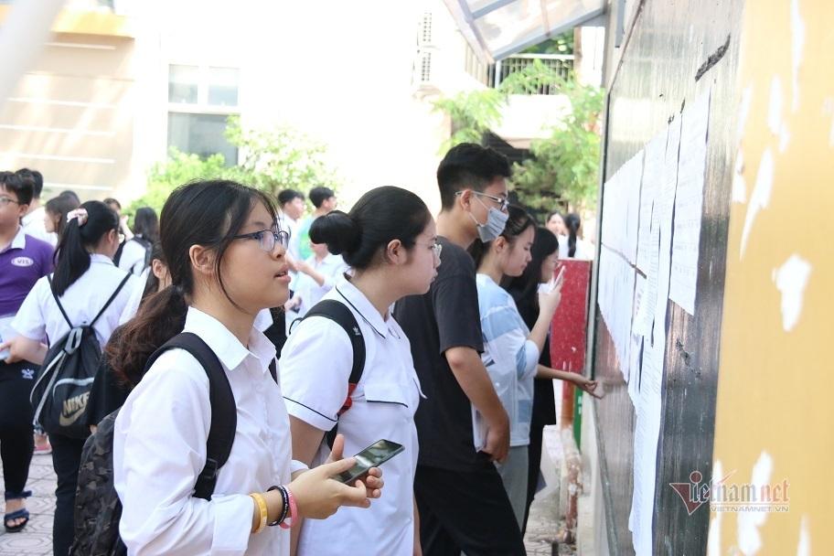 Hơn 400 thí sinh bỏ môn thi đầu tiên vào lớp 10 ở Hà Nội