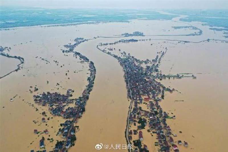 Video hồ nước ngọt lớn nhất Trung Quốc vỡ bờ