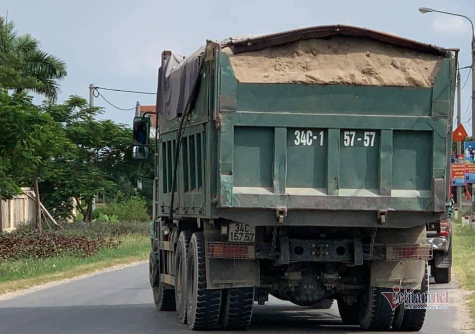 Tài xế rút tuýp sắt lao vào đánh Thanh tra giao thông ở Hải Dương