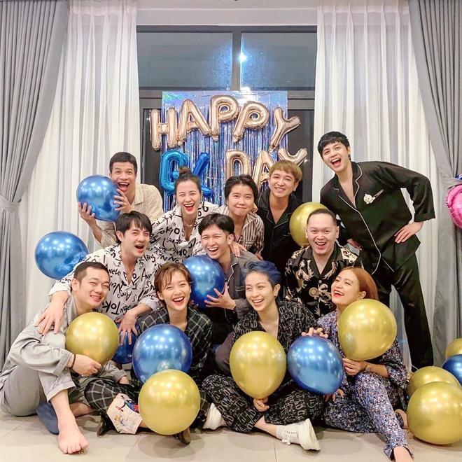 Tình bạn hơn 10 năm trong showbiz của nhóm 'gia đình văn hóa'