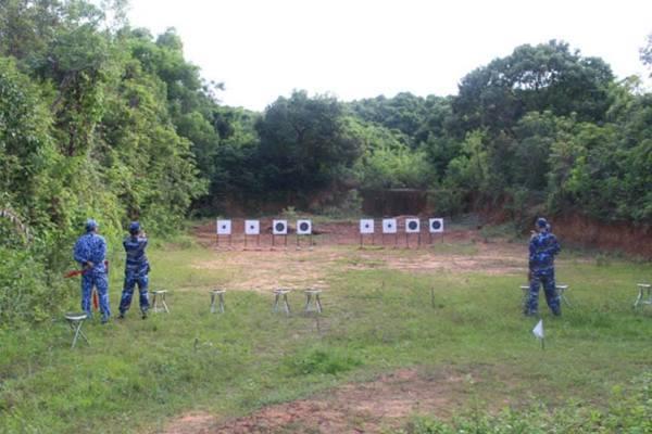 Vùng Cảnh sát biển 4 kiểm tra định kỳ bắn súng đạn thật K54 và AK