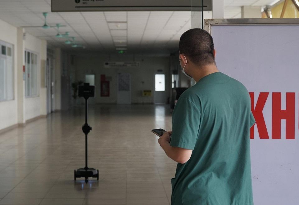 'Trợ thủ' giúp bác sĩ điều trị Covid-19 giảm nguy cơ lây nhiễm