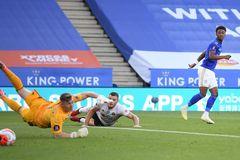 Leicester tìm lại niềm vui, MU phải đuổi bắt
