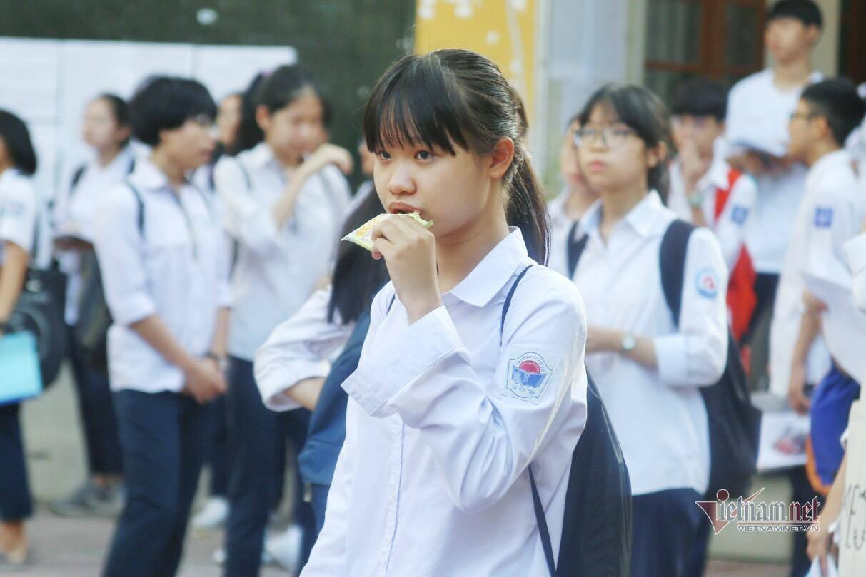 Trường bật điều hòa từ 6h sáng cho học sinh thi lớp 10 ở Hà Nội