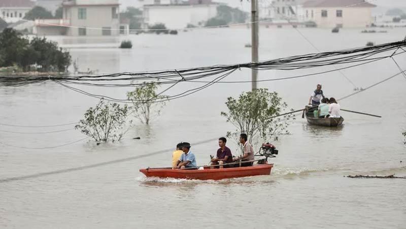 Nước ngập trắng nhiều vùng Trung Quốc, hơn 140 người chết