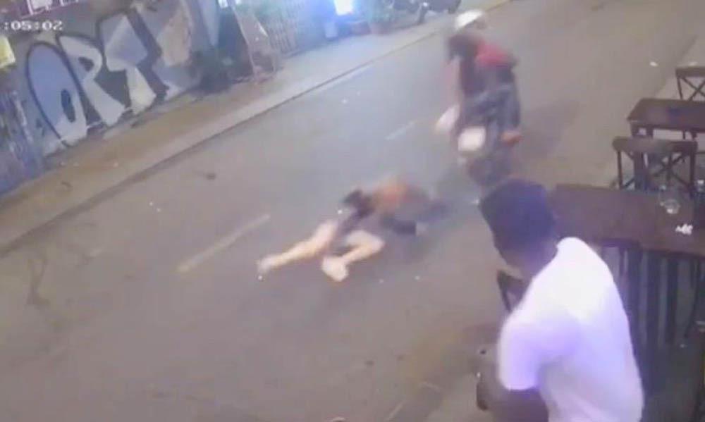 Bắt 2 kẻ cướp giật kéo lê cô gái trên phố Sài Gòn