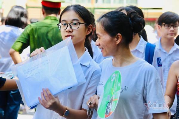 Thi lớp 10 ở Hà Nội: Hai điểm mới khiến phụ huynh 'sốt xình xịch'