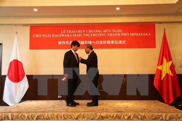 Japanese governor honoured with Vietnam's Friendship Medal