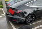 """Tesla Model 3 đang chạy bỗng bung mất cản sau, nhân viên hãng nói do """"ý Chúa"""""""