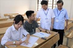 Nam sinh ở Hà Nội gãy tay trước ngày thi được bố trí người chép hộ