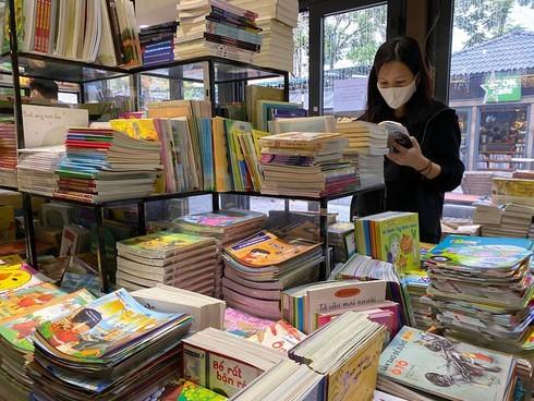 vietnam books,reading culture