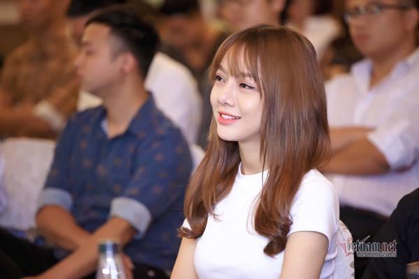 Đời thường khó đoán tuổi của MC Thu Hương VTV