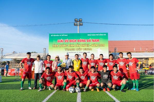 Sân cỏ miền Trung nóng cùng Huda Cup