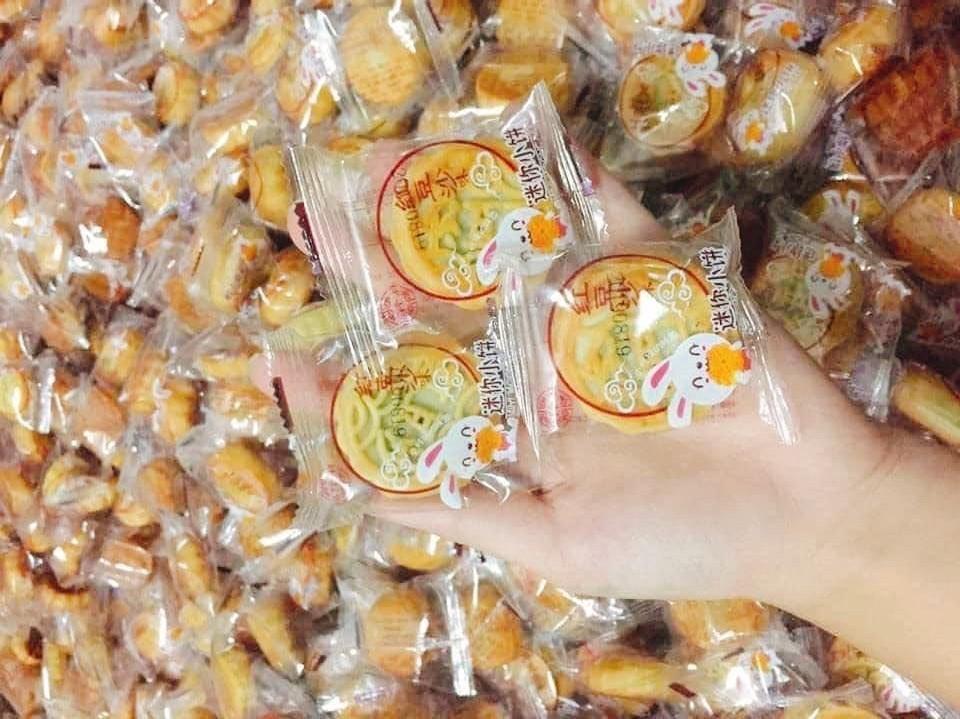 Bánh trung thu 2.000 đồng/chiếc, kho hàng chục tấn toàn in chữ Tàu