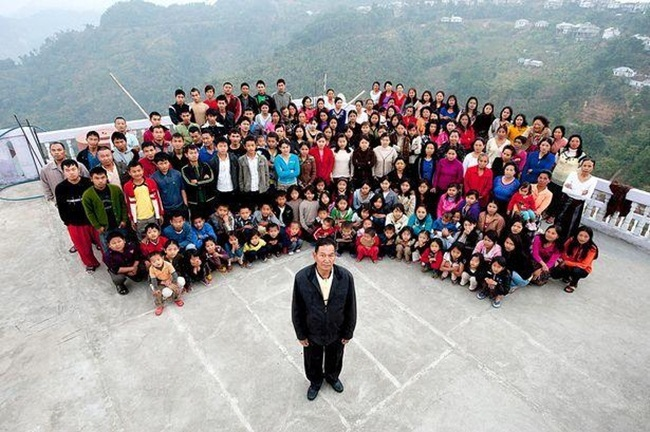 Bên trong căn nhà 100 phòng của cụ ông lấy 39 vợ