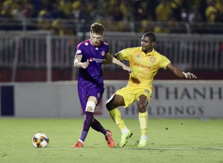 Sài Gòn 'đòi' vô địch V-League sớm: Chứng minh đi, đừng vội!