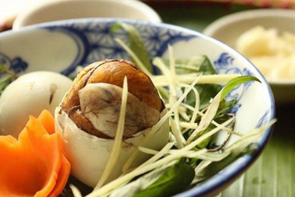 Những 'đại kỵ' khi ăn trứng vịt lộn