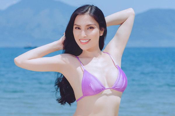 MC Kim Huyền Sâm gợi cảm bên biển Đà Nẵng