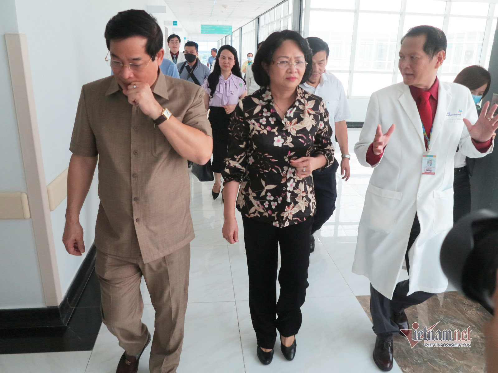 Phó Chủ tịch nước đến thăm hai bé Trúc Nhi - Diệu Nhi