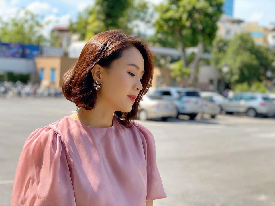 Hồng Diễm 'tắc kè hoa' kể từ khi cắt tóc ngắn