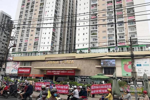 Tháo dỡ 43 căn hộ xây 'chui' tại Oriental Plaza: Chủ đầu tư chần chừ