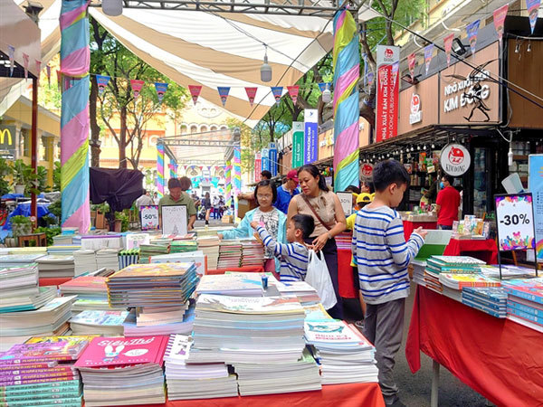 hcm city,vietnam books,vn reading culture