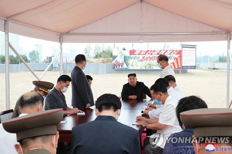 Kim Jong Un thị sát xây bệnh viện, 'trảm' hàng loạt quan chức
