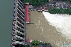 Mưa lụt khắp nơi, hàng loạt cống ở Trung Quốc xả lũ