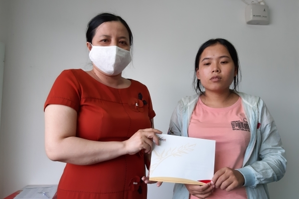 Người mẹ nghèo tha thiết có việc làm, kiếm tiền chữa bệnh cho con
