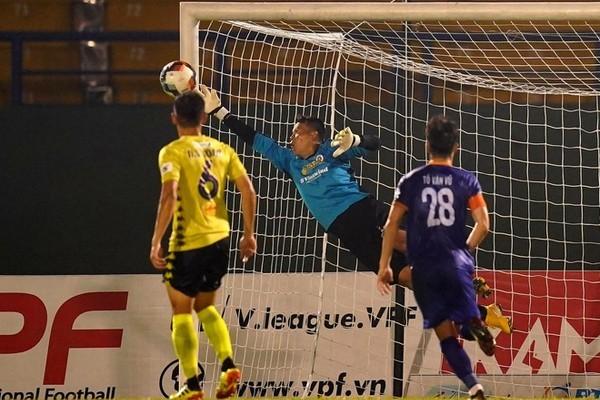 HAGL, Hà Nội FC vời lão tướng đá V-League: Lỗ hổng bóng đá Việt