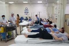 Hơn 100 công nhân nhập viện sau bữa ăn tối ở công ty