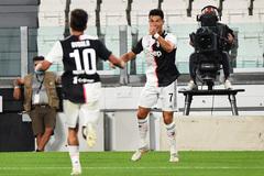 Ronaldo sáng rực, Juventus tiệm cận ngôi vương