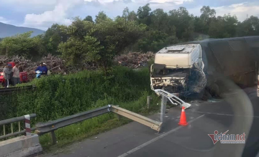 Tai nạn xe khách thảm khốc ở Bình Thuận, 8 người chết