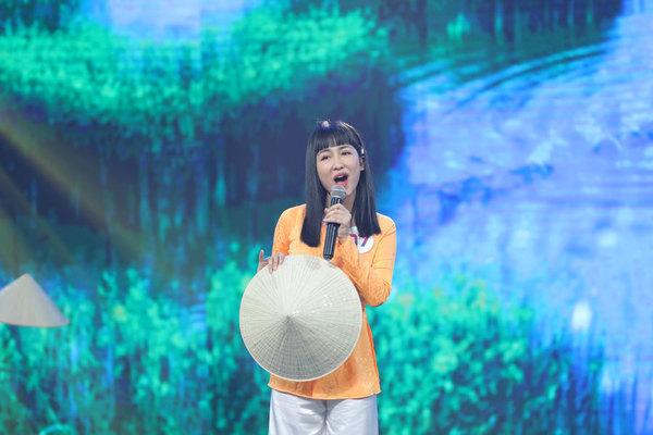 Quyền Linh, Việt Hương bất ngờ hình ảnh mới của DJ Trang Moon